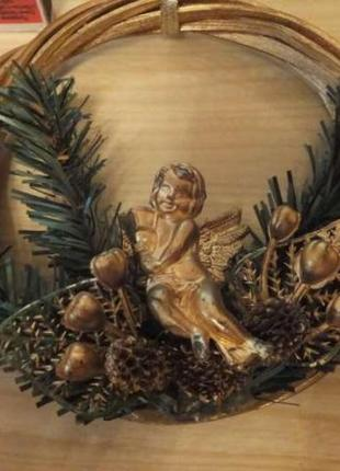 Венок на Рождество с ангелом