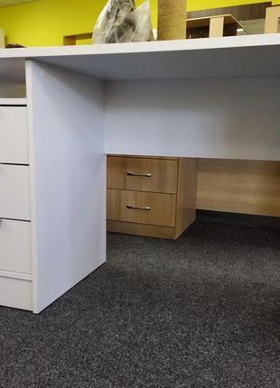 Письменный стол. Стол для школьника. В наличии