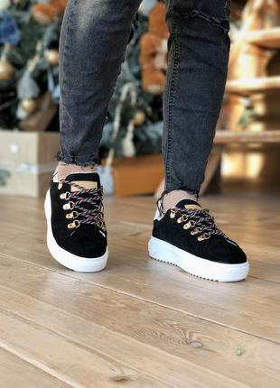 Женские зимние замшевые кроссовки