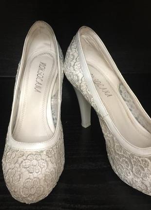 Белые кружевные свадебные туфли roksolana