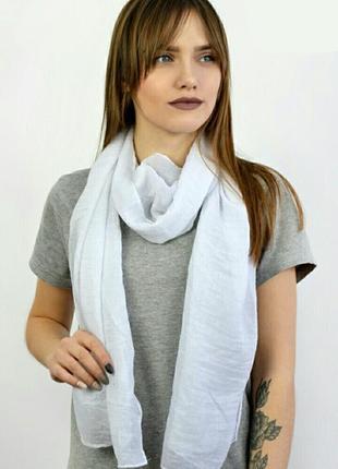 Белый шарф небольшой в наличии