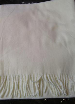 Белый шарф с кистями классического размера в наличии