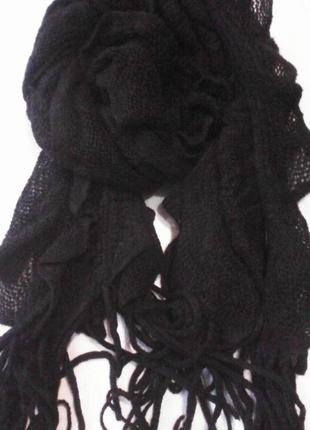 Теплый черный шарф волан