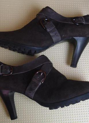 Caprice брендовые демисезонные замшевые ботинки 38 р.