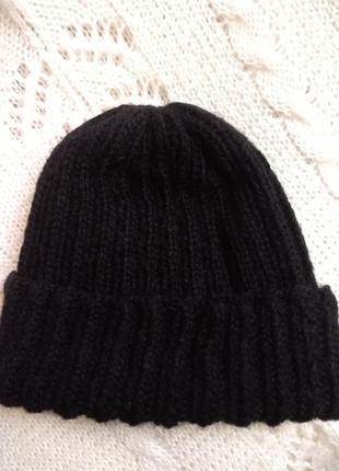 Актуальная шапка бини черная
