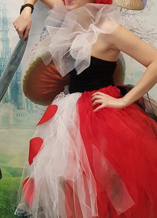 Костюм красной королевы из Алисы в стране чудес