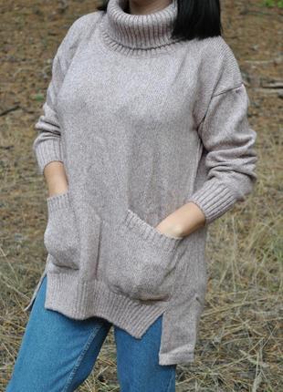Объемный свитер с карманами в пудровом цвете