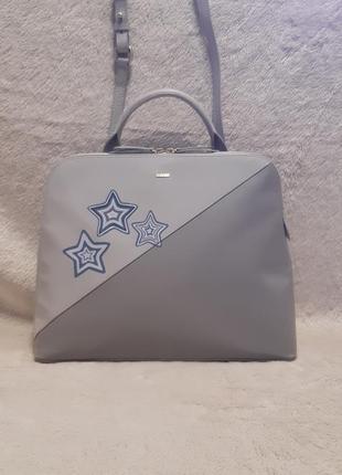 Кожаная сумка с оригинальным дизайном radley