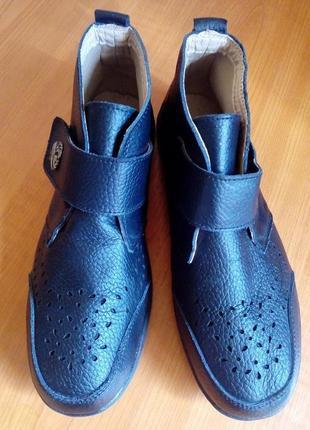 Кожаные ботинки с перфорацией на стельку 25,5-25,7 см