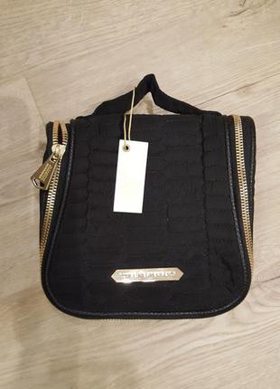 Брендовая сумка для косметики