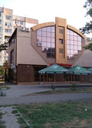 Продам отдельно стоящее 3-х этажное здание, центр.
