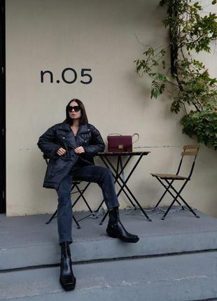 Женская зимняя куртка-косуха на пуху черного цвета