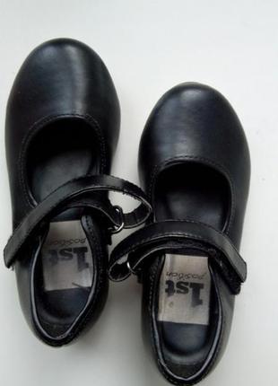 Черные туфли туфельки на маленьком каблучке