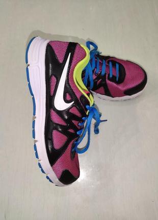 Nike revolution яркие кроссовки