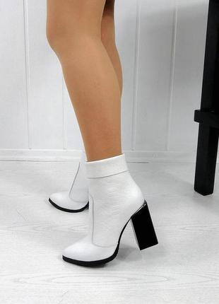 Кожаные женские зимние белые ботинки ботильоны на каблуке нату...