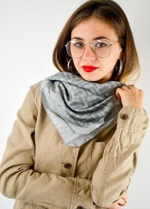 Акция benetton большой квадратный платок на голову, шею с моно...