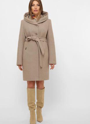 Пальто бежевое женское зимнее