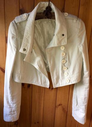 Легкая укороченая куртка косуха