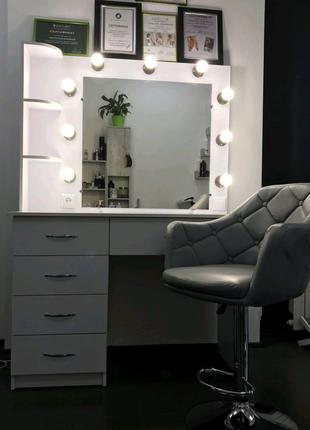 Стол для визажиста, парикмахера.