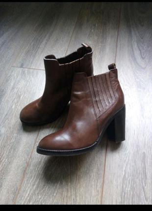 Деми кожаные тёмной коричневые ботинки ботильоны