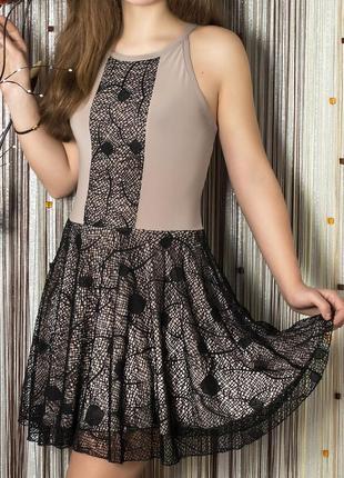 Нарядное платье с гипюром. Новое!