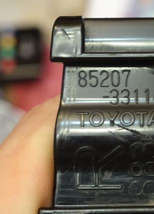 Кронштейн форсунки омивача фари правої для Toyota Camry