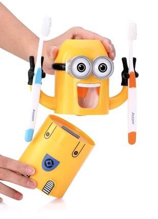 Автоматический дозатор для зубной пасты с держателем для щеток