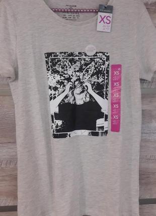 Стильная футболка с черно/белым принтом primark