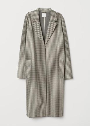 Очень стильное клетчатое пальто модного фасона