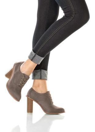 Ботинки на шнуровке . германия
