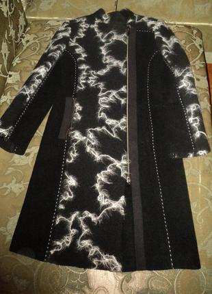 Брендовое демисезонное пальто черно-белое george