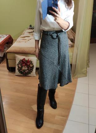 Тренд ассиметричная юбка миди с высокой талией и круглой пряжк...