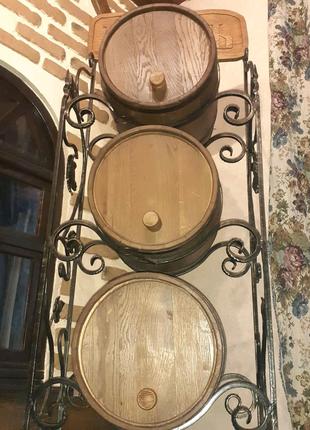 Декор з бочками для вина