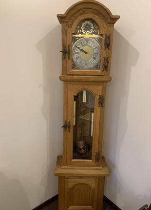 Часы напольные старинные деревяные из Европы с боем