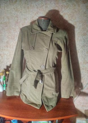 Классное пальто!  новое с биркой защитного цвета