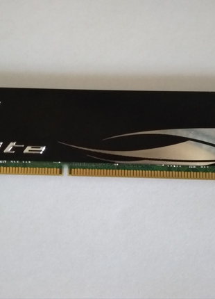 Оперативная память Team Elite DDR3-1333 4096MB PC-10600 (TED34G13