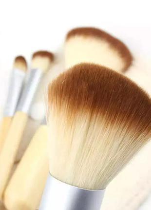 Набор кисточек для макияжа с косметичкой