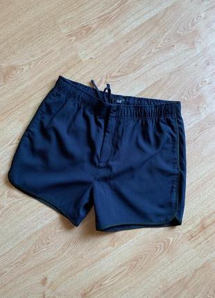 Короткие тёмно-синие легкие шорты на шнурке и резинке с карман...
