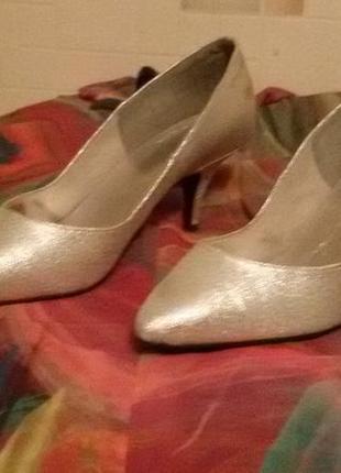 Туфли женские серебристого цвета на небольшом каблучке,размер 38