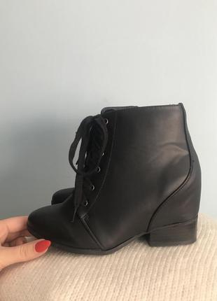 Ботинки со шнуровкой на высокий подъем ноги сша
