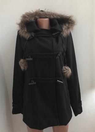 Пальто дафлкот с капюшоном и меховыми помпонами lola сша краси...