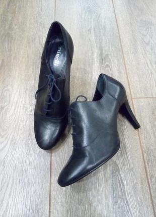 Черные кожаные ботильоны туфли на шнуровке minelli