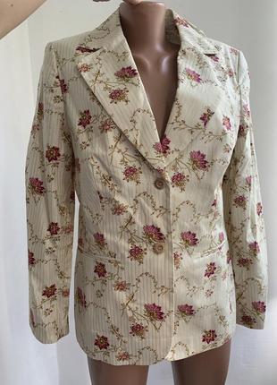 Оригинальный пиджак с цветами и золотой нитью молочного цвета ...
