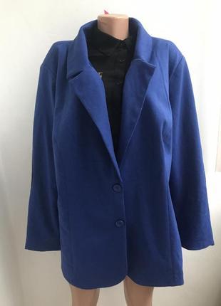 Красивый однобортный пиджак большого размера с кожаными латкам...