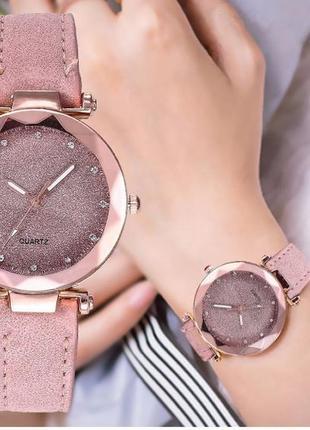 Женские наручные часы нежного цвета