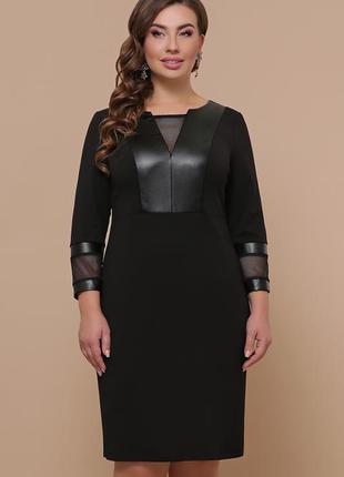 Черное стильное платье для пышных женщин