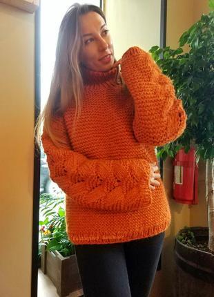 Стильный свитер крупной вязки ручной работы