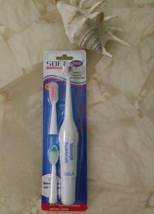 Электрическая зубная щетка 3 насадки