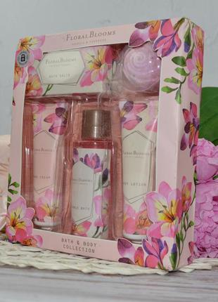 Подарочный набор для тела коллекция для ванны и тела floral bl...