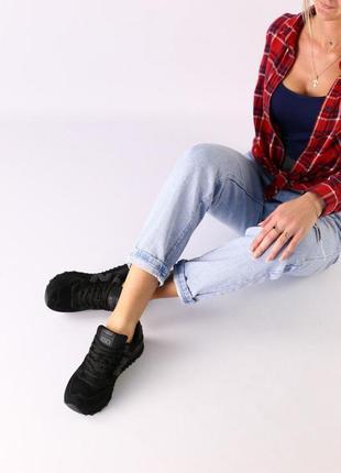 Женские черные замшевые кроссовки с черными кожаными вставками